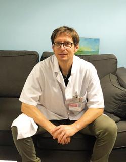 Le Dr Wilfrid Graff, chirurgien  orthopédiste au Groupe  Hospitalier Diaconesses  Croix Saint-Simon