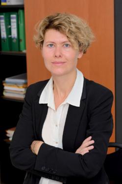 Karine Istin, cheffe de département à la Direction Économique, des Finances, de l'Investissement et du Patrimoine de l'AP-HP. ©AP-HP