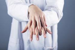 L'hygiène des mains sur le bout des doigts