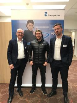 De gauche à droite : David Vayssié, Directeur général d'Eberspächer, Dany MacAskill, trialiste VTT professionnel et ambassadeur sportif de la marque, Matthieu Dufour, responsable commercial pour la gamme caissons. ©DR