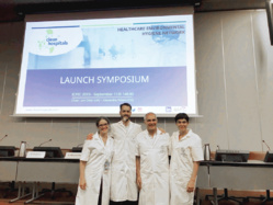 Le projet Clean Hospitals a été lancé lors de la conférence ICPC 2019. De gauche à droite, les Docteurs Alexandra Peters (Suisse), Jon Otter (Royaume-Uni), Pierre Parneix (France) et Andreea Moldovan (Roumanie).©DR