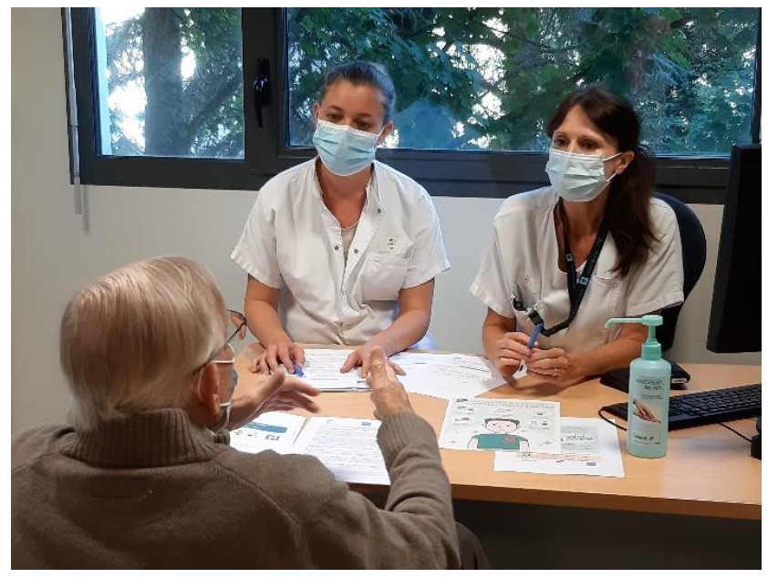 Entretien du premier patient HCL, le 1er octobre, avec un binôme infirmière / pharmacien hospitalier