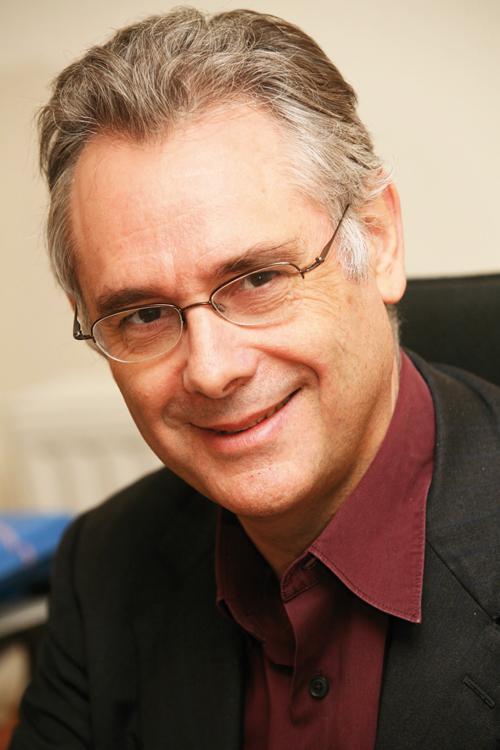 Bernard Granger, secrétaire du Mouvement de Défense de l'Hôpital Public. Responsable de l'unité fonctionnelle de  psychiatrie de l'hôpital Tarnier (Groupe Hospitalier Cochin)  et professeur de psychiatrie à l'Université Paris Descartes.