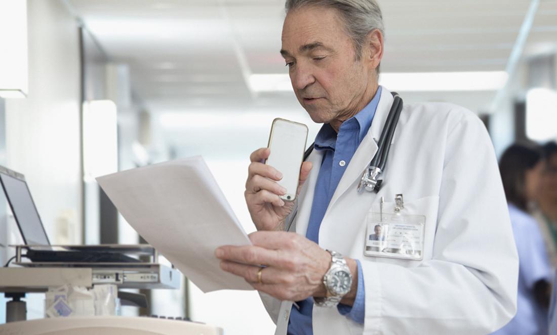 Les professionnels de santé peuvent dicter dans le Cloud en toute sécurité avec Dragon Medical One