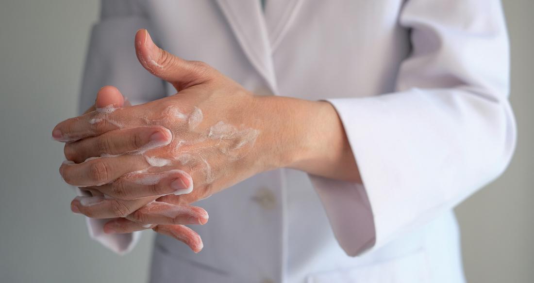 Le lavage des mains à la lumière de l'histoire : de Ignace Semmelweis à Didier Pittet
