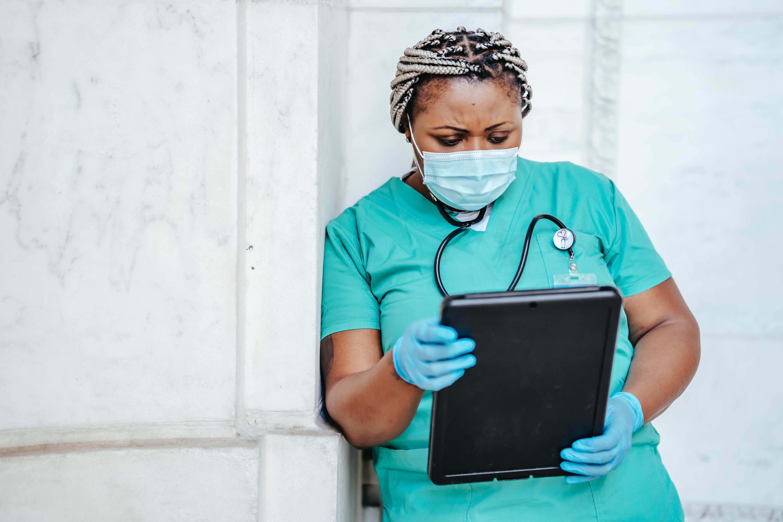 ELSAN et la Croix-Rouge française unissent leurs forces pour accroître la formation et l'embauche d'infirmiers et d'aides-soignants