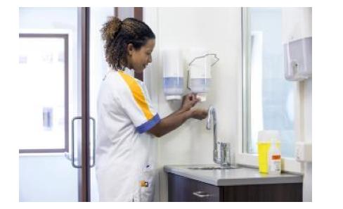 Une étude révèle comment augmenter de 40 % la conformité des pratiques d'hygiène des mains dans les centres hospitaliers