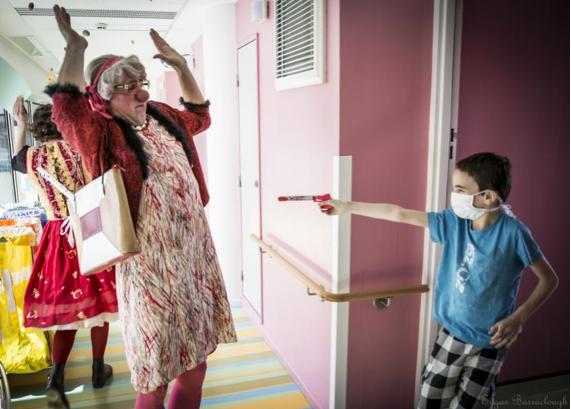 Vivre aux Éclats lance une campagne d'appels aux dons pour offrir aux enfants malades « du rire tous les mardis à l'hôpital »