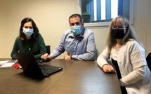 L'équipe projet de la Clinique du Parc Lyon. De gauche à droite : Alice Colombier, cheffe du projet DPI, Franck Zanibellato, directeur de la clinique et Alexandra Fray, infirmière référente Expert Santé. ©DR